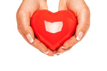 Hände halten ein rotes Herz II
