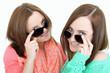 zwei junge Frauen beim flirten