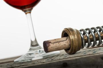 Weinglas mit Korkenzieher