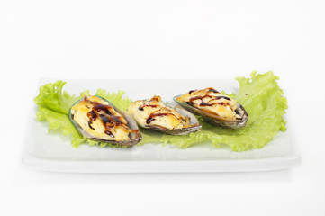 Mussels on a plate with lettuce and lemon