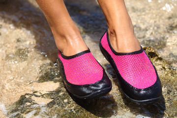 Water shoes / swim shoe in Pink neoprene