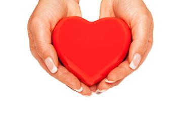 Hände halten ein rotes Herz