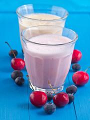Milchshake mit frischen Früchten