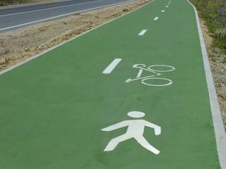 carril obligatorio a peatones y bicicletas