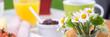 canvas print picture - blumen auf dem frühstückstisch