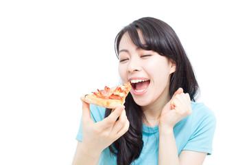 ピザを食べる女性