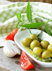 Green olives with vegetables (tomato and mushrooms)
