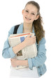 Freundliche Schülerin trägt Zeitungen aus