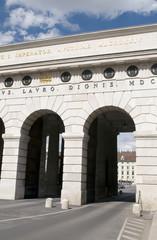 triumphal arch  Burgtor  Heldentor Heldenplatz  Rings