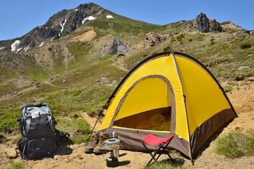 夏山のテントキャンプ