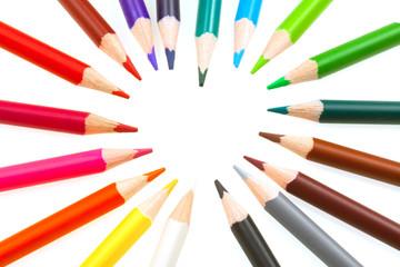 coeur de crayons de couleurs