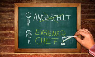 Kreidetafel - Eigener Chef - Angestellt