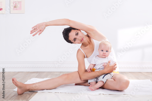 foto auf acrylglas mother and baby gymnastics nikkel. Black Bedroom Furniture Sets. Home Design Ideas
