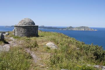 paisaje de monte con castro piedra