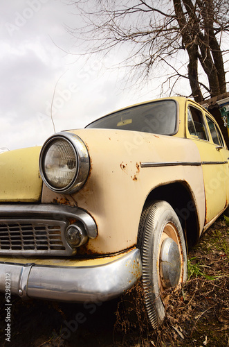 The old rusty car