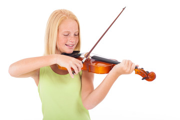 preteen girl playing violin
