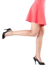 Frauenbeine im Kleid