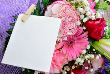 Mazzo di fiori con biglietto
