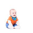 Baby sitzt aufrecht und lacht isoliert