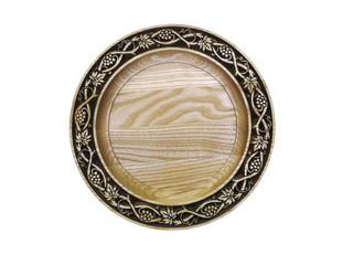 Деревянная тарелка.