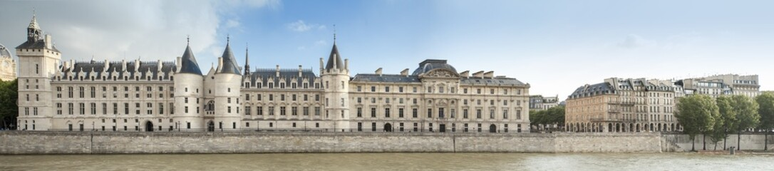 La Conciergerie Paris Quai de Seine