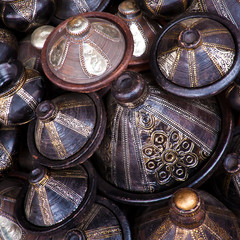 Morocco crafts: traditinal arabic pottery.