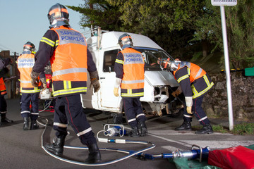 pompiers sur accident de la route