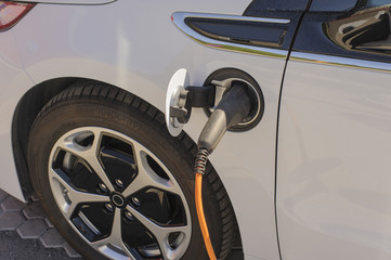 Refueling electric car