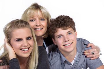 Mutter und Kinder sind glücklich