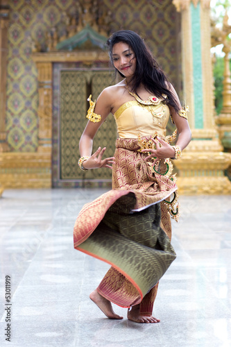 Dancers of the traditional Thai style