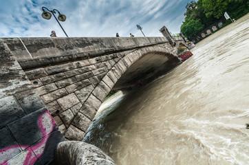 München - Isar Hochwasser - 04. Juni 2013