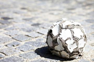 kaputter Fußball