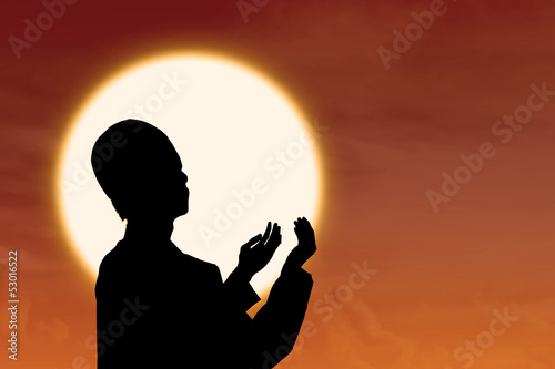 Silhouetteo f muslim praying at sunset