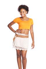 junge, attraktive schwarze Frau in Pose