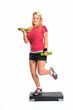 Frau auf Fitnessboard mit Hanteln