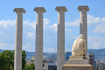 Escultura de Llimona en Montjuic con las cuatro columnas