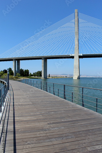 """Parque das Nações"" foothpath and ""Vasco da Gama"" bridge"