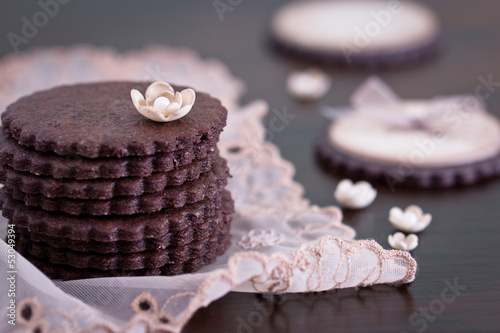 Simple chocolate cookies with sugar flowers