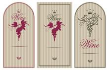 Tres etiquetas de la vendimia para el vino con las uvas