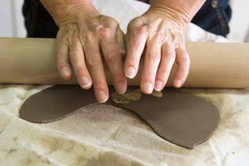 pasando el rodillo, cerámica