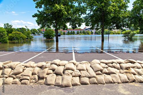 Flooding street - 53113377