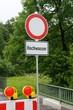 Hochwasser der Donau - Hinweisschilder