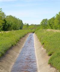 Panorama di campagna, canale