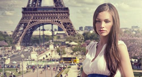 Fototapeten,eiffel tower,brünett,sunlight,gesicht