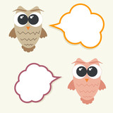Set og talking owls with speech bubbles for sticker