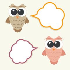 Set og talking owls with speech bubbles for sticker