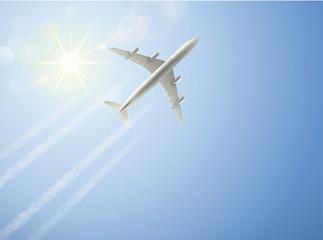 Flugzeug vor strahlendem Himmel