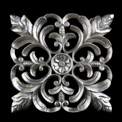 Decorative carving element