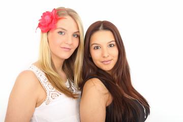 zwei junge attraktive Frauen