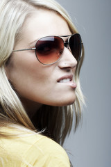 Portrait of a blond woman with sunglasses